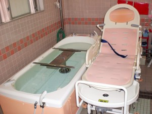 寝たまま入浴できる浴槽